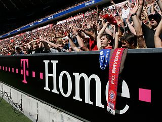 Bandenwerbung T-Home in der Allianz Arena